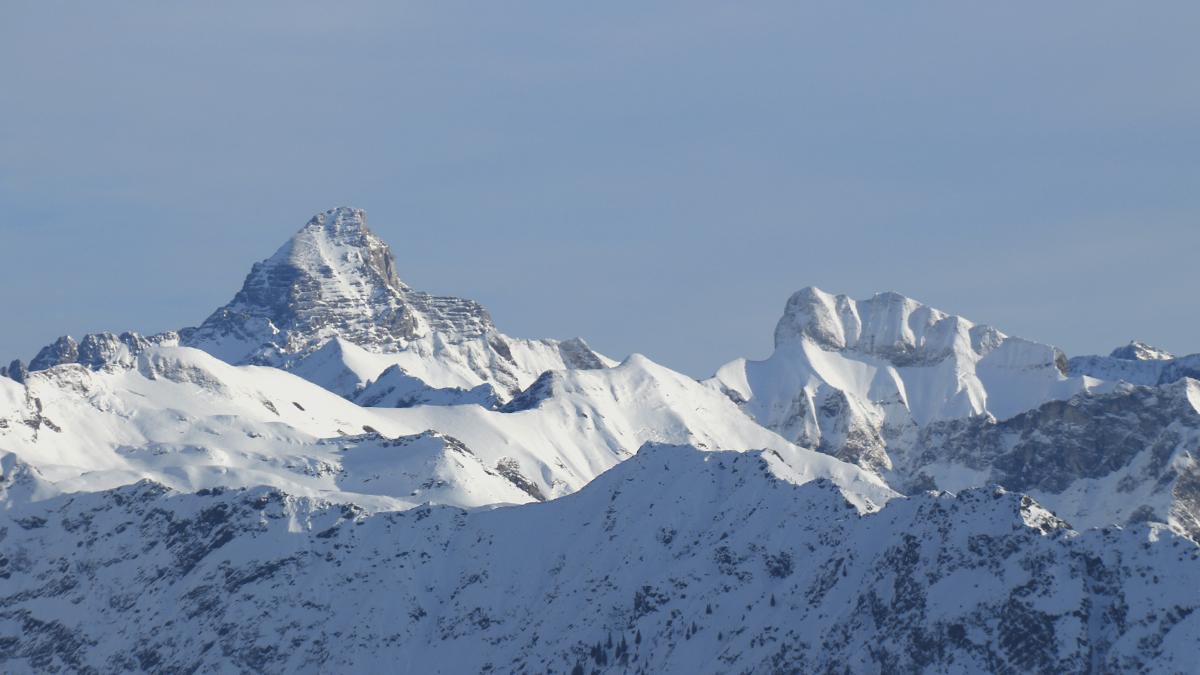 Gipfelblick vom Riedberger Horn hinüber zum Hochvogel (li.) und dem Schneck