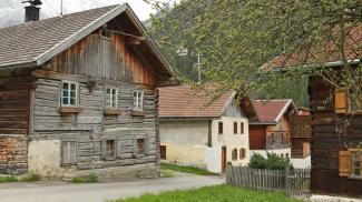 Häuserreihe in Boden