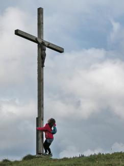 Kreuz oberhalb der Hompessenalpe