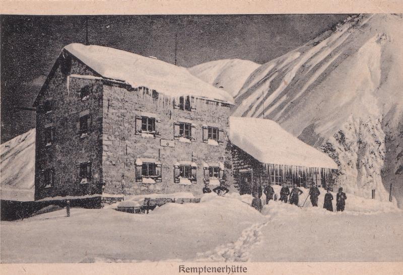 Winterliche Aufnahme der damaligen Kemptenerhütte aus dem Jahre 1920