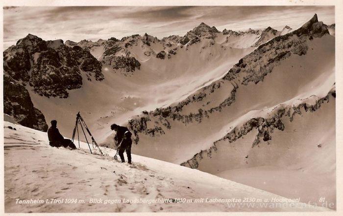 Schi-Tourengeher oberhalb der Landsberger Hütte mit Blick auf Lachspitze und Hochvogel