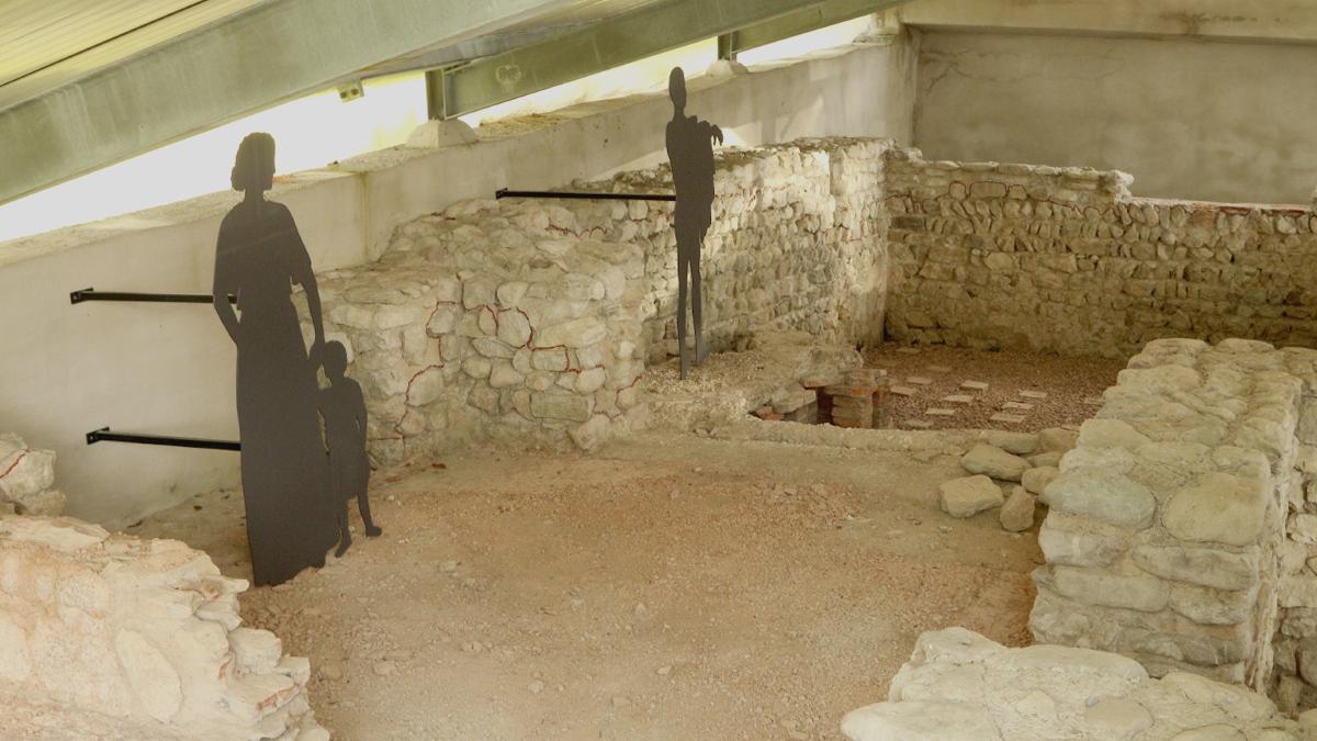 die ausgegrabenen Becken bei dem Römerbad der Villa rustica nahe Schwangau