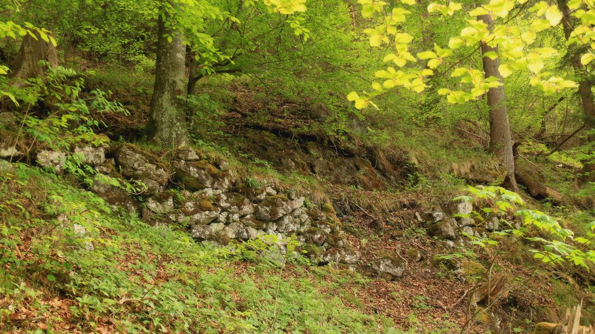 stützmauer altweg weißhaus pinswang rotwand kratzerweg