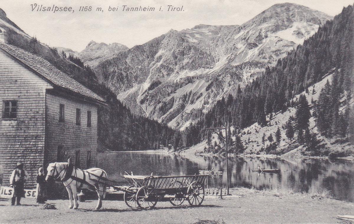das Gasthaus am Vilsalpsee - im Hintergrund das Kugelhorn (re.) - J. Heimhuber, Sonthofen u. Immenstadt (ca. 1900)