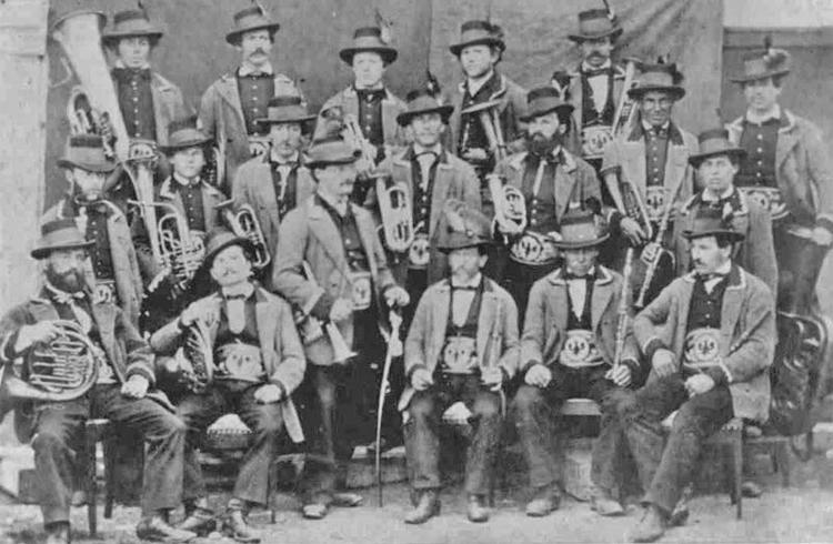 die Bürgermusikkapelle von Reutte in einer Aufnahme von 1895