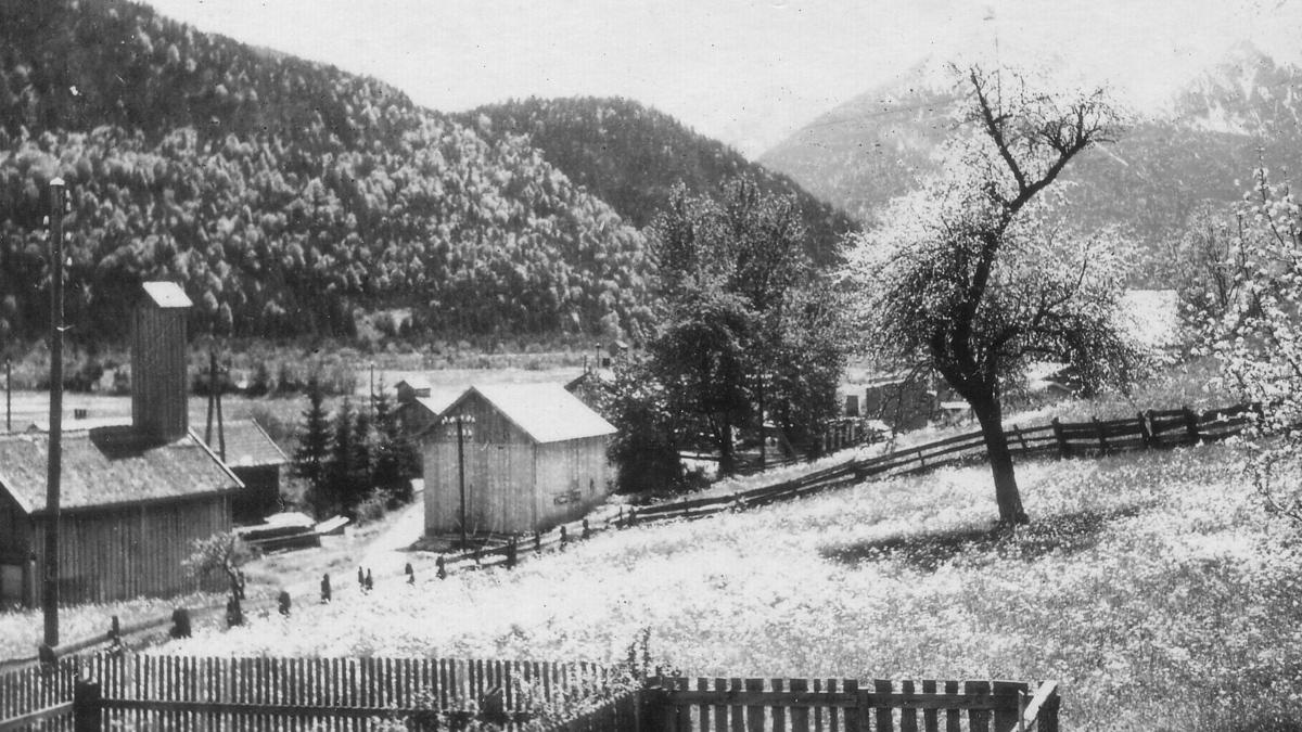die Dorfstraße in Höfen - etwa 1940 - © Fritz Thurner