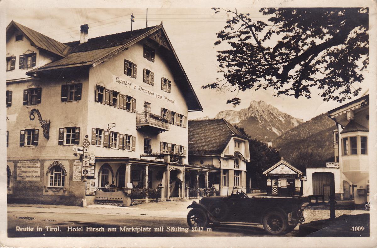 Hotel Hirsch am Marktplatz mit Säuling 2047m (1932)