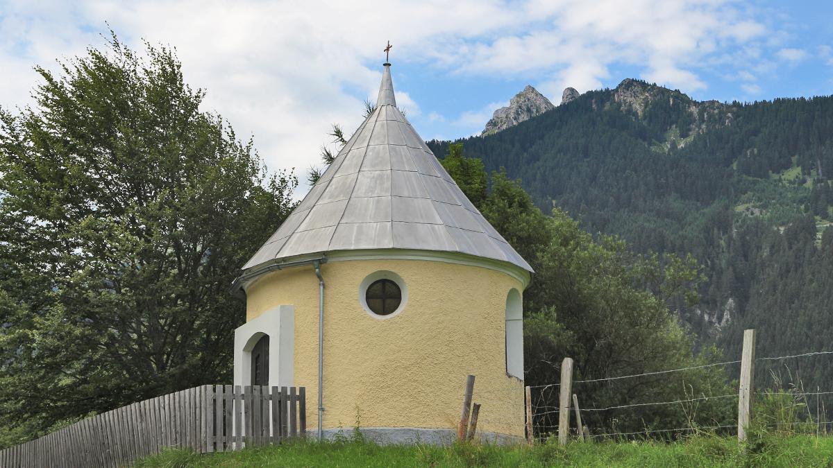 die Kapelle am Moosbichl an der Straßen zwischen Lechaschau und Wängle