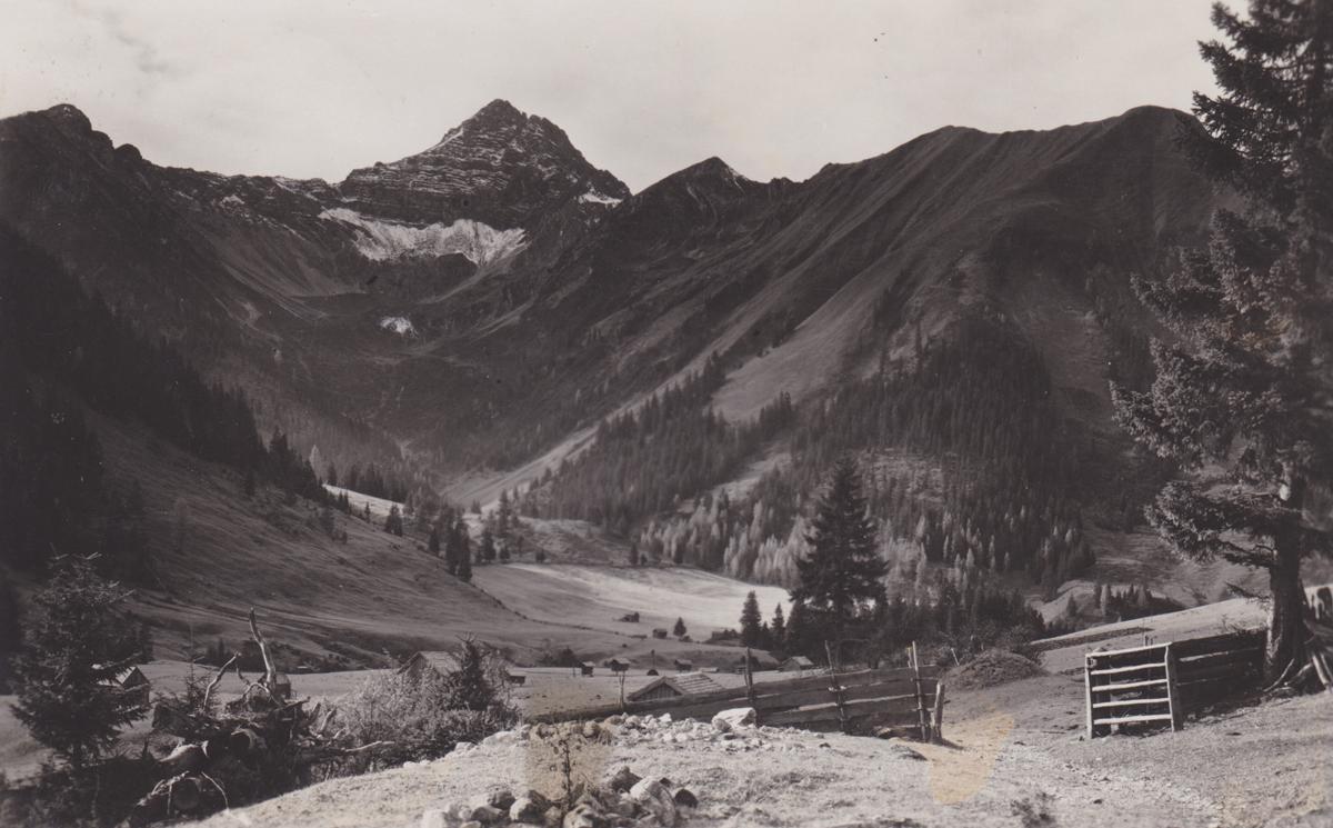Blick auf die Namloser Wetterspitze auf dem Weg von Kelmen nach Namlos - Foto Richard Müller - Karte gelaufen 1935