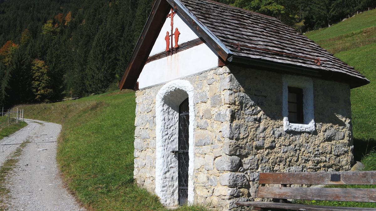 Wegkreuz westlich von Rauth am Eingang des Birkentals