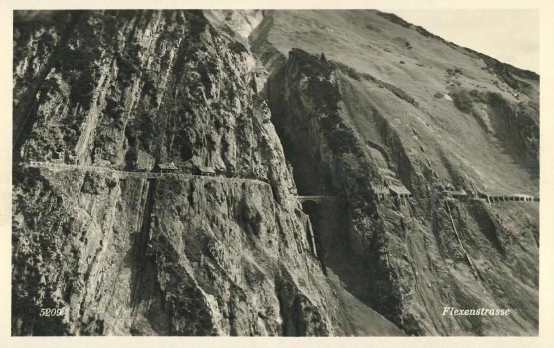 Die kühn durch die Felsen gezogene Flexenstraße