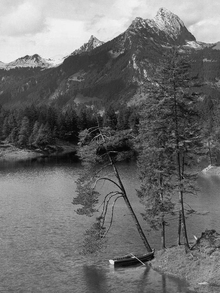 am Urisee mit Blick auf die Gehrenspitze (1957) - Foto: Sammlung Risch-Lau, Vorarlberger Landesbibliothek