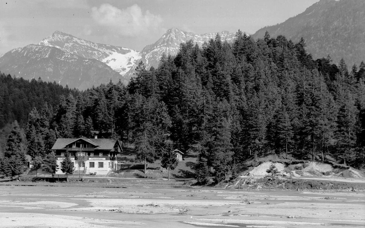 Gasthof am Hüttenmühlsee (1957) - Foto: Sammlung Risch-Lau, Vorarlberger Landesbibliothek