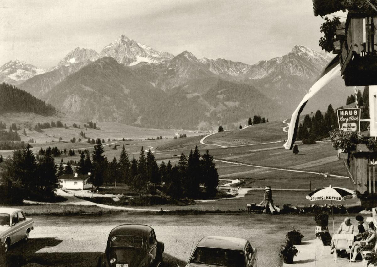 Haus Bergblick in Lumberg bei Grän mit Blick gegen Süden zu den Vilsalpseebergen mit dem Geißhorn