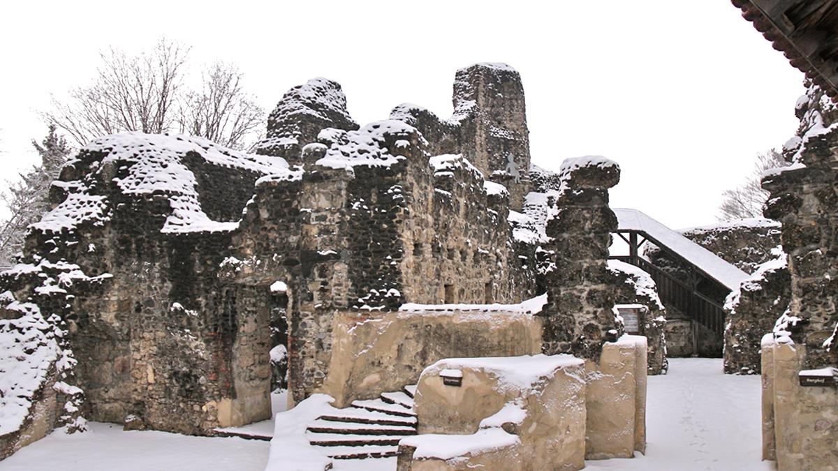 die Kernburg der Ruine Alt-Trauchburg