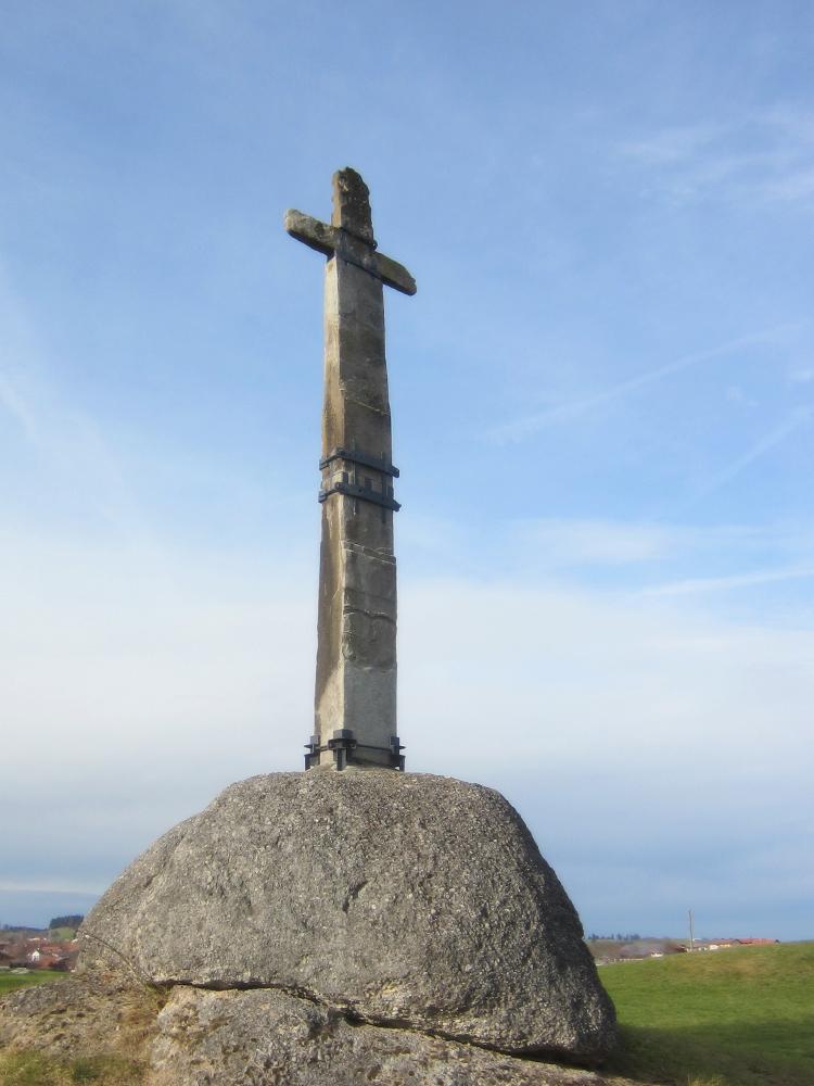 das Steinerne Kreuz gilt als das Wahrzeichen von Roßhaupten