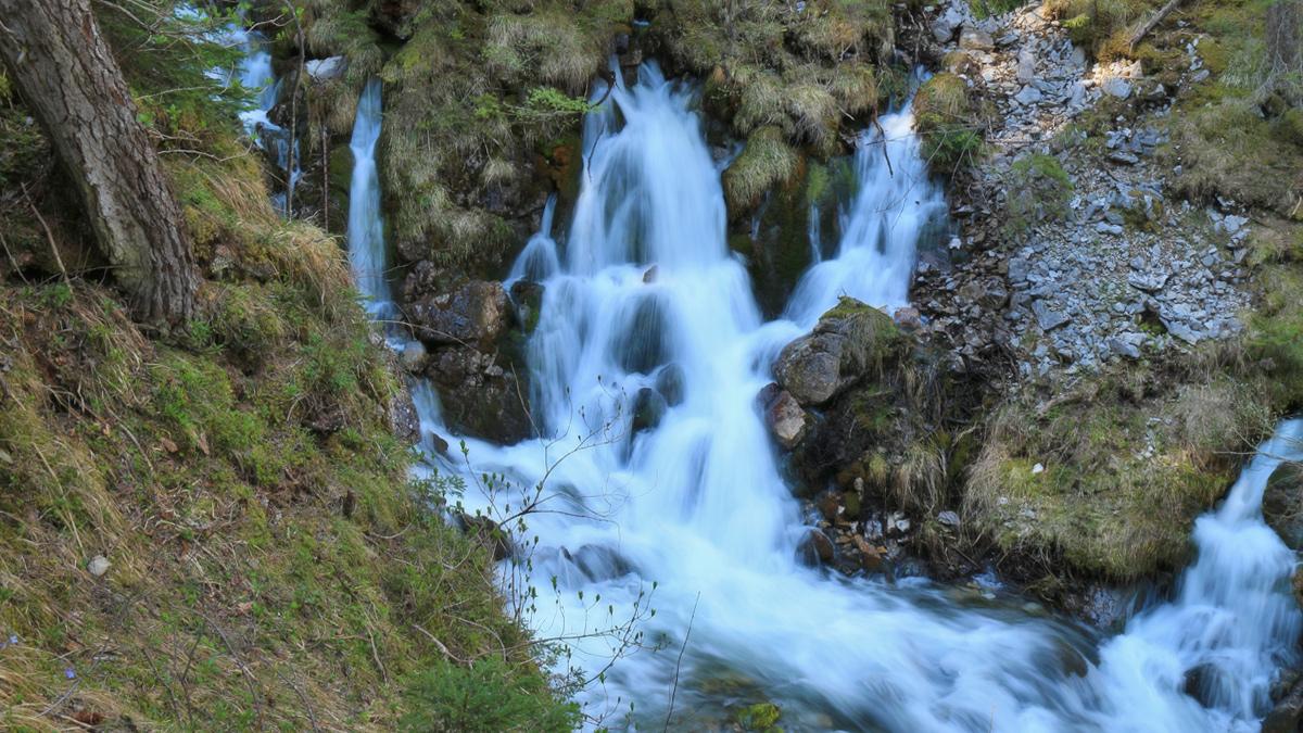 die 'Quelle' des großen Doserfalls bringt eine enorme Wassermenge hervor
