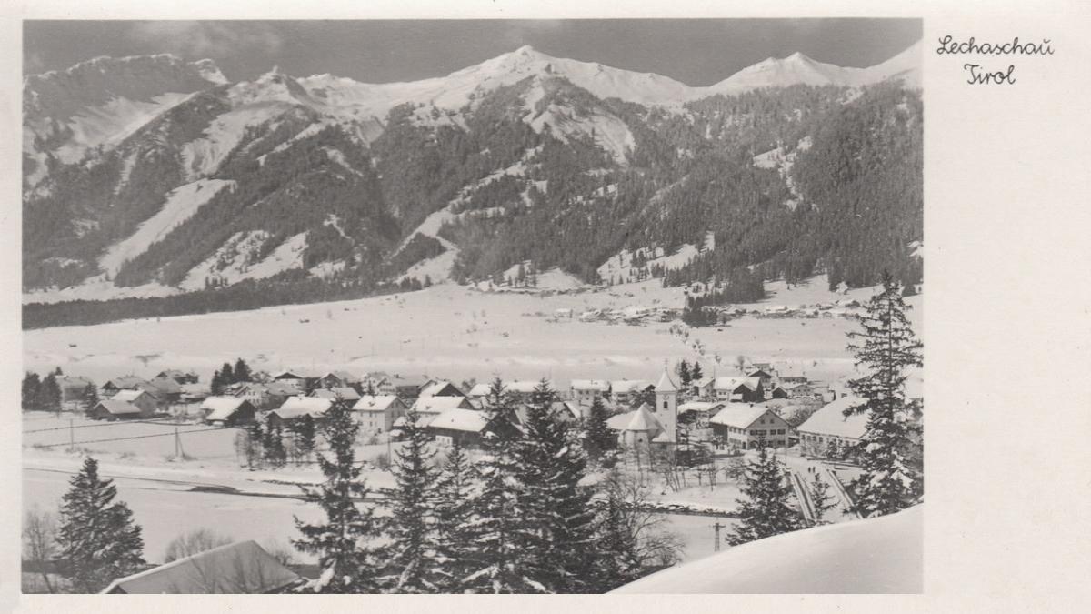 Blick vom Wolfsberg hinüber nach Lechaschau - ca. 1945