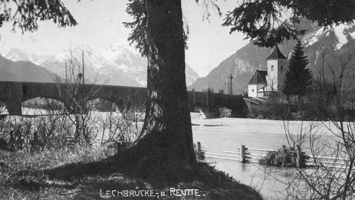 die Lechbrücke bei Lechaschau um etwa 1930