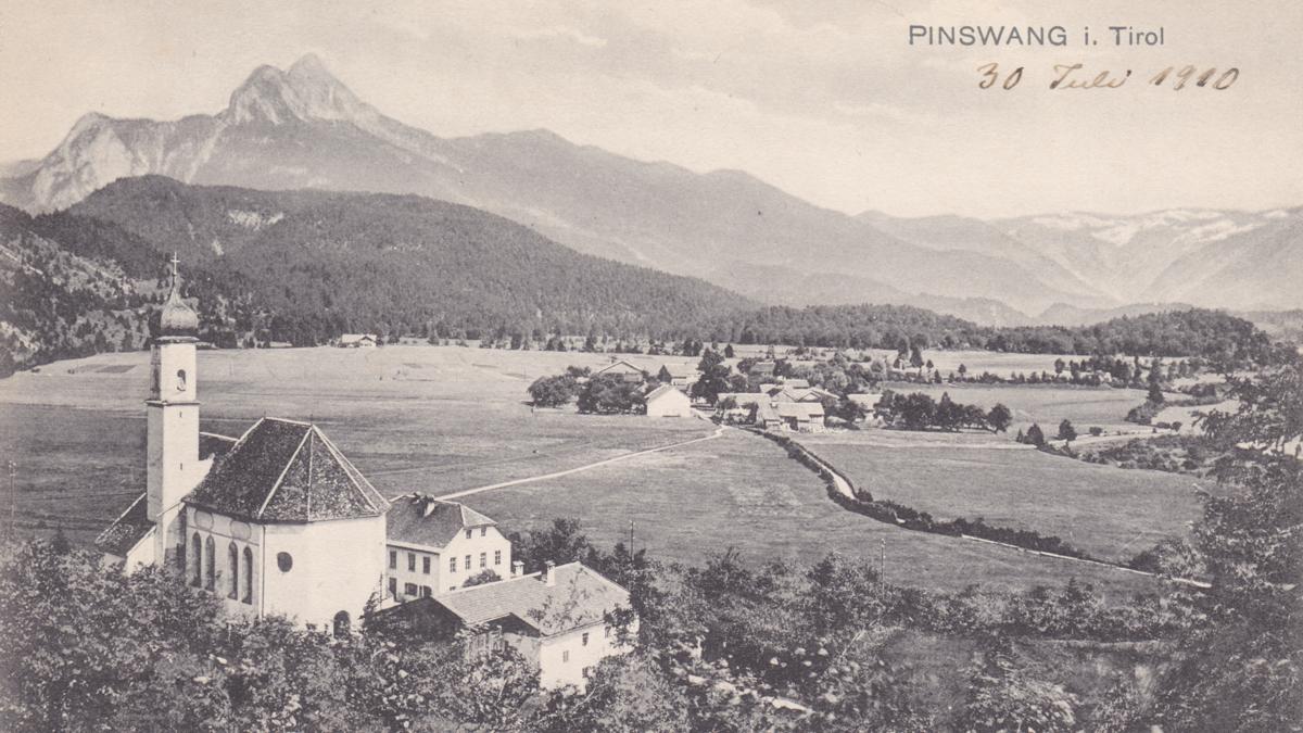 Pfarrkirche 'hl. Ulrich' von Unterpinswang  mit dem Säuling (30. Juli 1910)