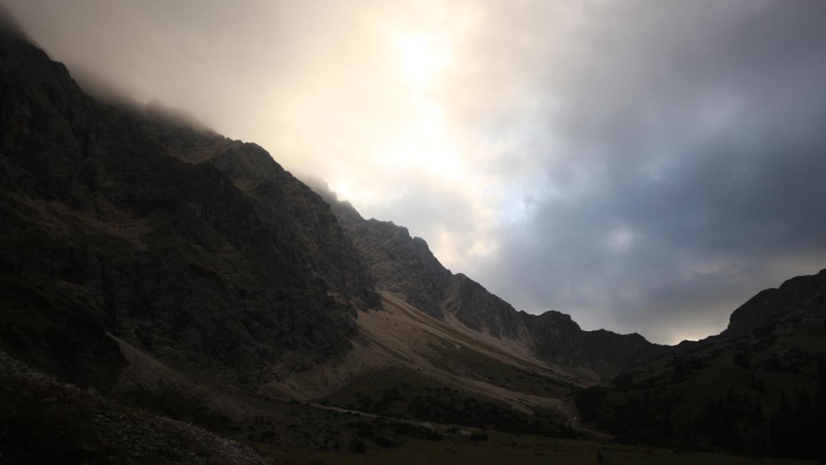 Blick aus dem Wank hinauf zum Nebelhorn - welches seinem Namen alle Ehre macht