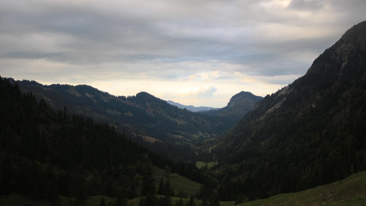 Blick hinaus durch das Retterschwanger Tal und zum Imberger Horn