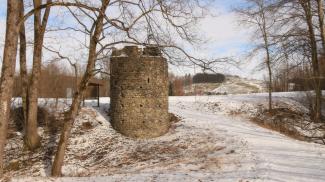 Rundturm der Burg Kalden