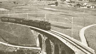 Mittenwaldbahn mit Zugspitzmassiv
