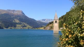 alt-graun graun reschensee kirchturm