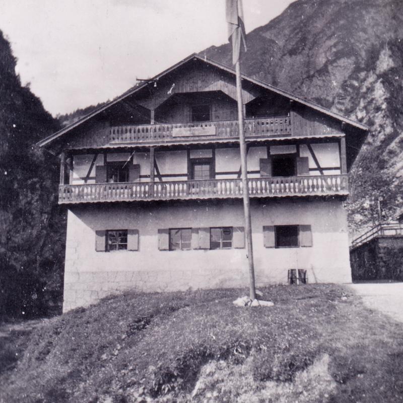 das Lechtalhaus am Eingang ins Sulzltal bei Stockach (Gemeinde Bach) - 1942