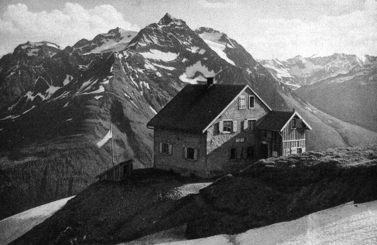 die Ansbacher Hütte mit dem Hohen Riffler - Foto: Dr. F. Benesch; aus: Zeitschrift des DÖAV - 1911