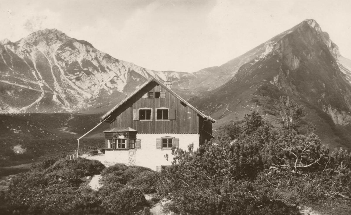 die Landsberger Hütte mit Steinkar- und Rote Spitze - Verlag G. Bischofberger - gelaufen 1942