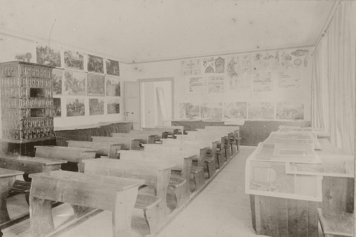 volksschule reutte lehrmittel-ausstellung schulzimmer klassenzimmer