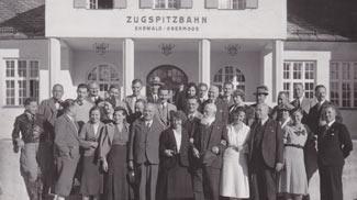 talstation zugspitzbahn zugspitze gruppenfoto