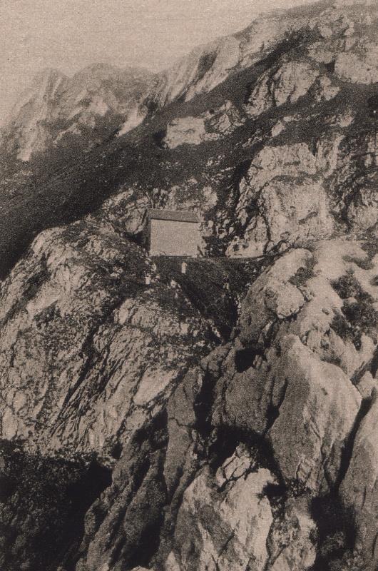 Blick zu der Pfrontner Hütte und dem Gipfel des Aggenstein